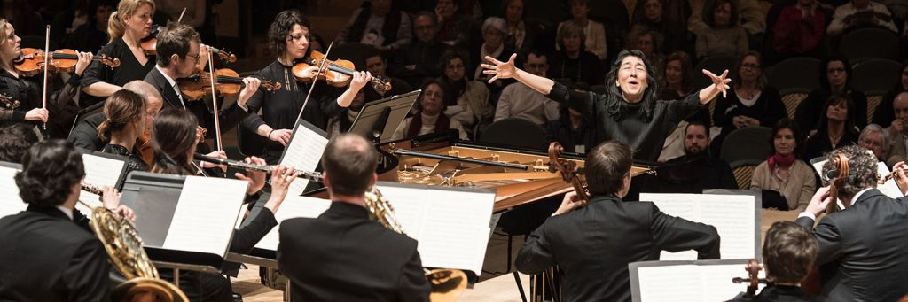 Pianist Mitsuko Uchida conducts the Mahler Chamber Orchestra with fervor.