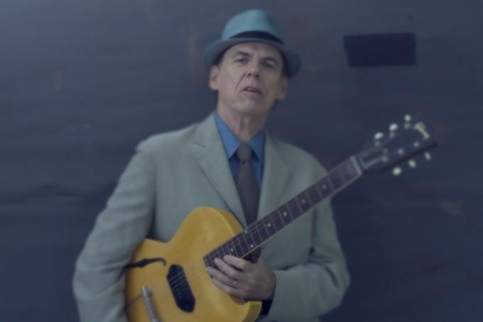 John Hiatt - I Look For Love